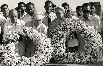 Photograph of Helen Keller at Gandhi's tomb