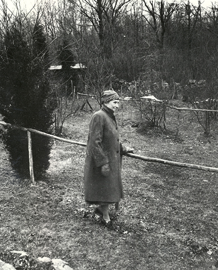 Helen Keller in her garden at Arcan Ridge no date