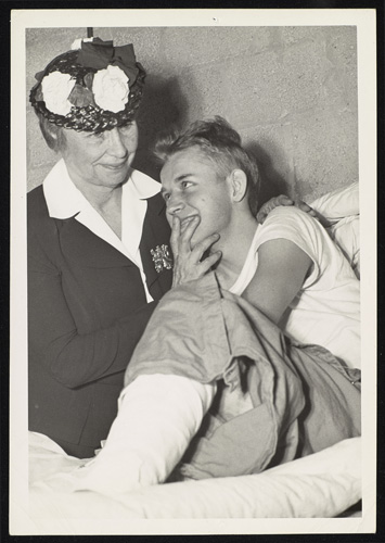 Helen Keller with a wounded soldier